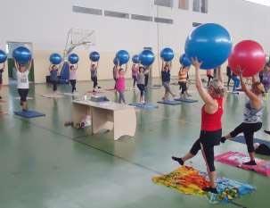 Cerca de 100 pessoas participam das aulas gratuitas de pilates.