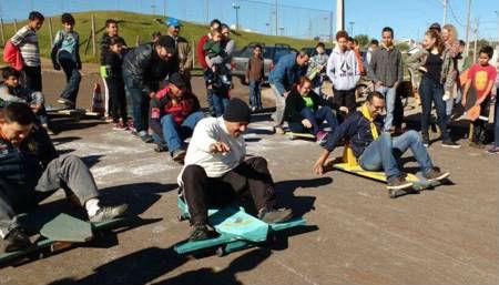 Moradores dos conjuntos Santa Clara, Santa Júlia e Atenas fazem competição de carrinho de rolimã
