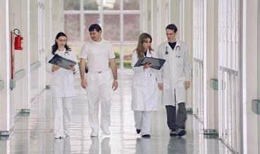 UEM abre 15 novas vagas para médicos em diversas áreas