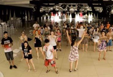 """""""Oi sumida"""" é a primeira atração do Carnaval de Maringá"""