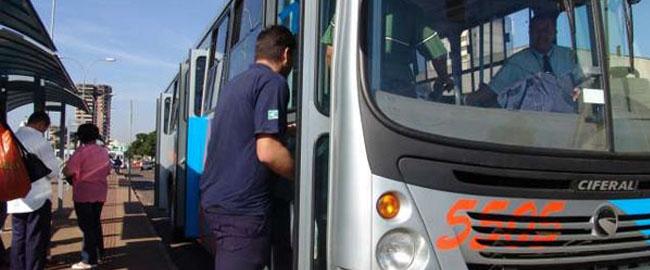 Índios são beneficiados com transporte gratuito pelo município