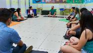 Professor oferece aulas de yoga online e gratuitamente durante isolamento social