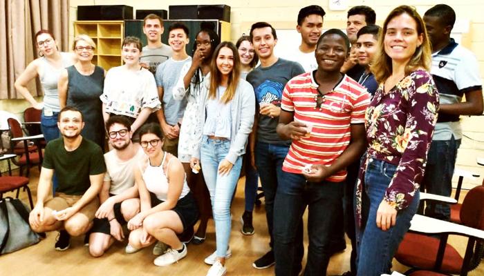 UEM oferece curso de português para alunos estrangeiros