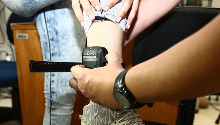 Decreto regulamentado obriga presos a pagarem por tornozeleiras eletrônicas