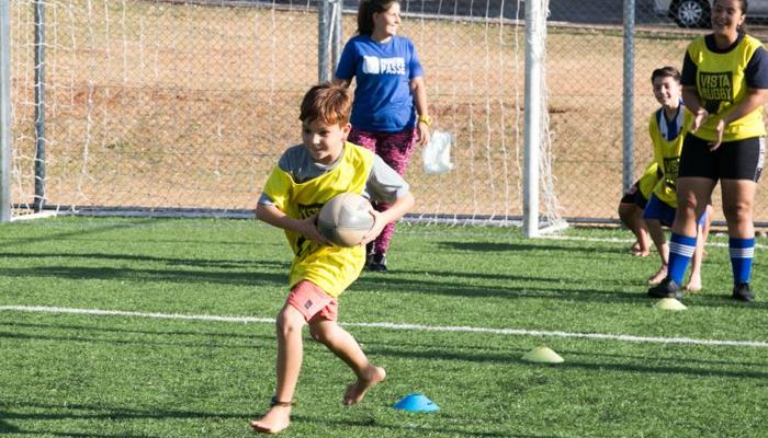 Projeto de rugby no ′Meu Campinho′ atrai crianças e adolescentes