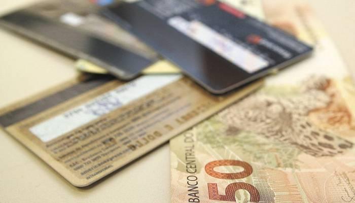 974 mil paranaenses inadimplentes têm dívidas de até R$ 500, revela Serasa Exper
