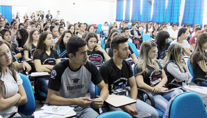 Projeto traz alunos do ensino médio público para aulas de graduação