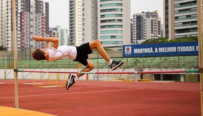 Maringaense bate recorde nacional de salto em altura no Ceará
