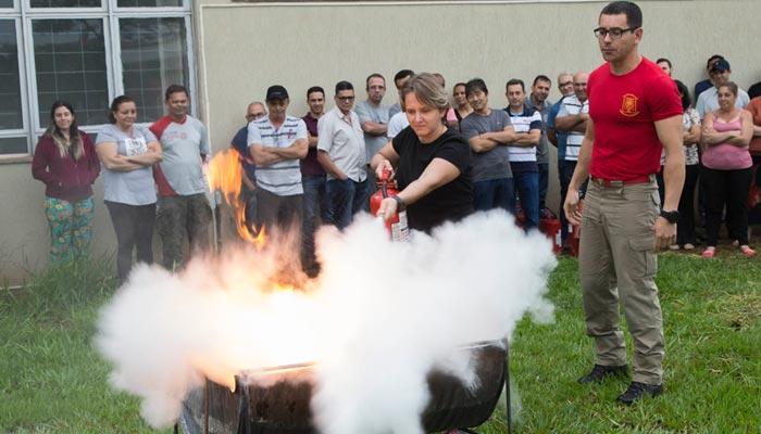 Em parceria com Bombeiros e Defesa Civil, UEM forma 190 brigadistas