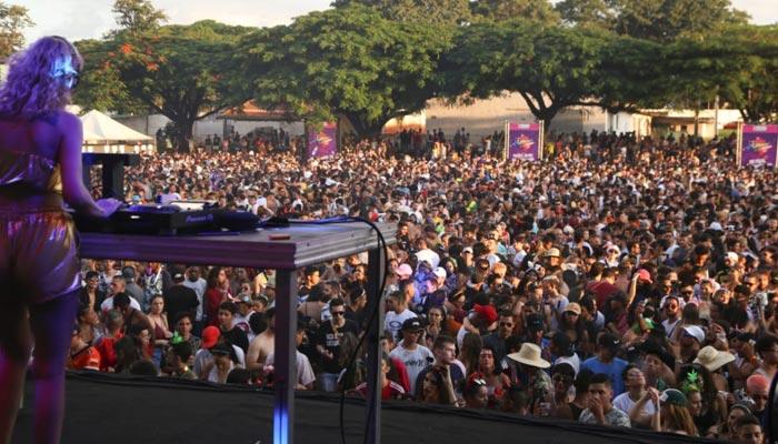 Final de semana em Maringá reúne milhares de foliões
