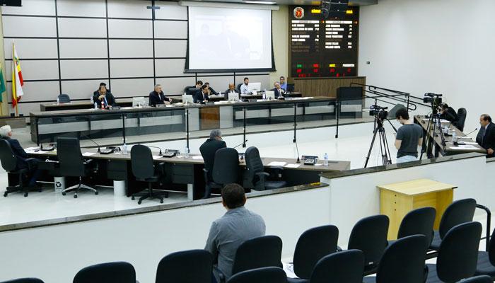 Câmara aprova medidas econômicas para reduzir danos da pandemia