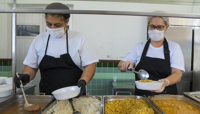 Mais de 800 marmitas são entregues diariamente pelo Restaurante Popular