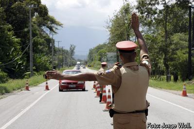 Polícia Rodoviária amplia uso de bafômetro e alerta sobre carnaval