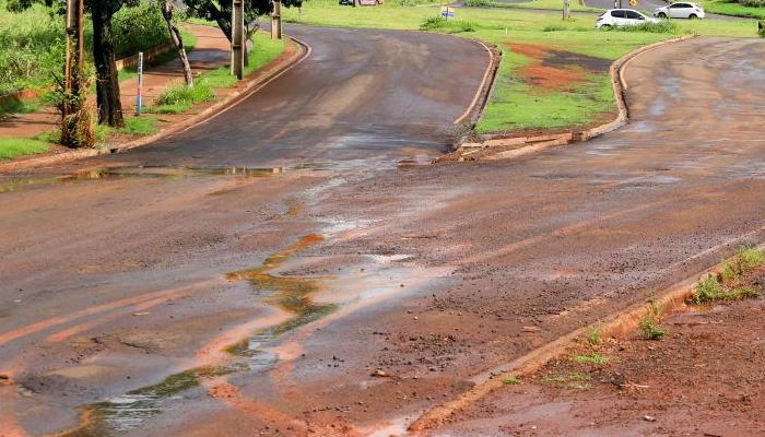 Semop e especialistas avaliam soluções sobre inundações e danos de temporais.