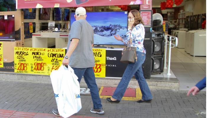 Comércio paranaense cresce pelo sexto mês consecutivo
