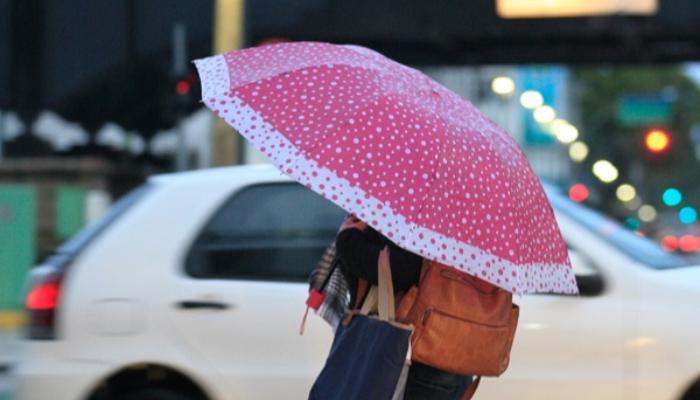 Frente fria se aproxima do Paraná e pode provocar chuvas com rajadas de vento