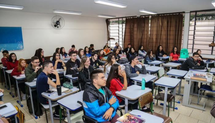 Governo do Paraná cria plano-piloto para retomada do ensino