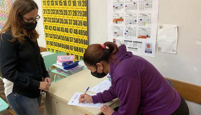 Unidades municipais de ensino dão início a entrega de atividades obrigatórias