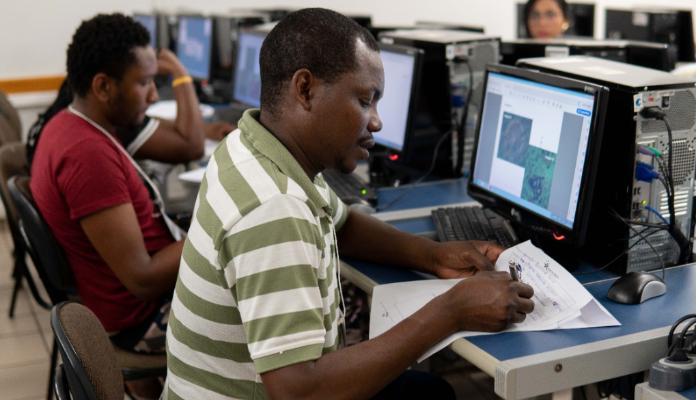 UniCesumar lança curso de português gratuito para migrantes e refugiados
