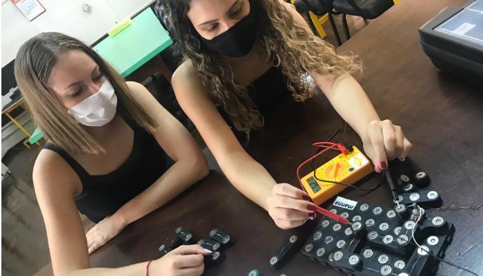 Projeto Manna disponibiliza oficina de microeletrônica para meninas