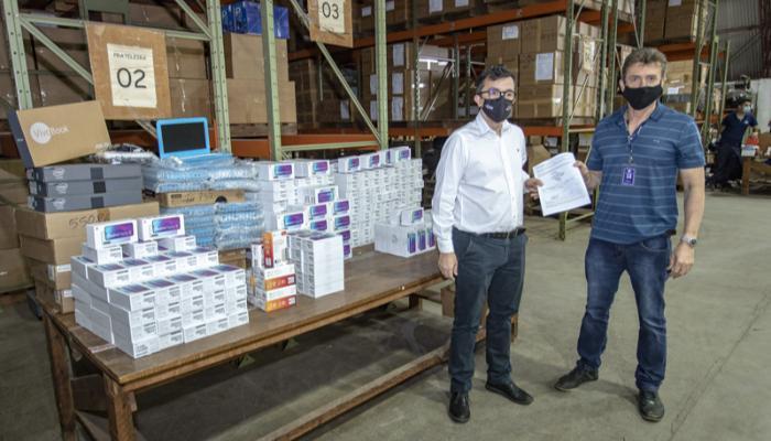 UEM recebe nova doação de smartphones e notebooks