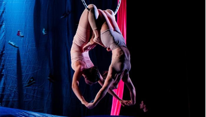 Final de semana tem espetáculos com dança circense e música sobre menestréis