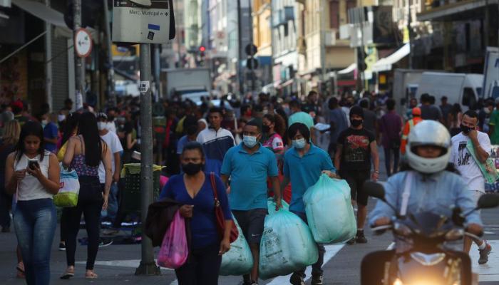 População do Brasil passa de 211,7 milhões de habitantes, estima IBG