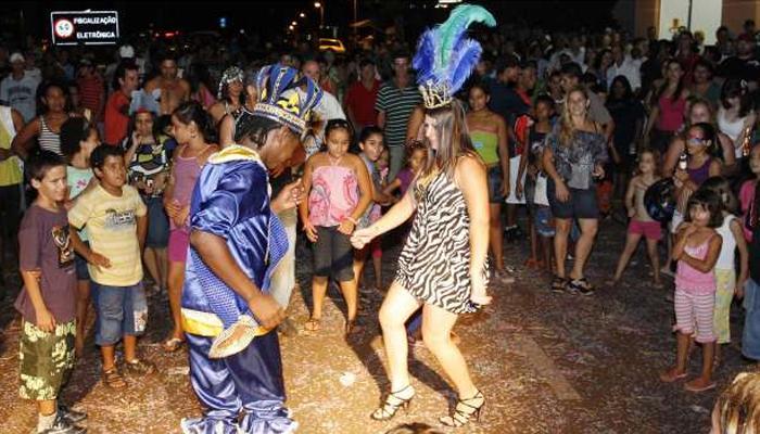 Concurso vai eleger rei e rainha do 'Carnaval Samba na Praça'