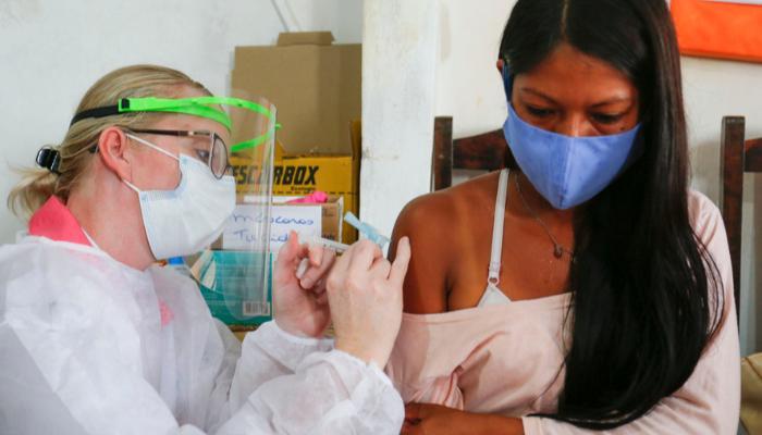 Indígenas começam a ser vacinados contra a Covid-19 no Paraná