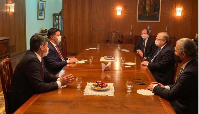 Paraná negocia com os russos para produção de vacina contra Covid-19