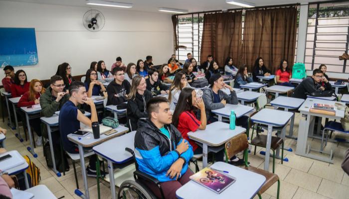 Sociedade Brasileira de Pediatria defende retorno das aulas presenciais