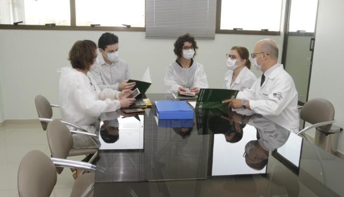 Universidades estaduais do Paraná recebem recursos federais para pesquisas sobre Covid-19