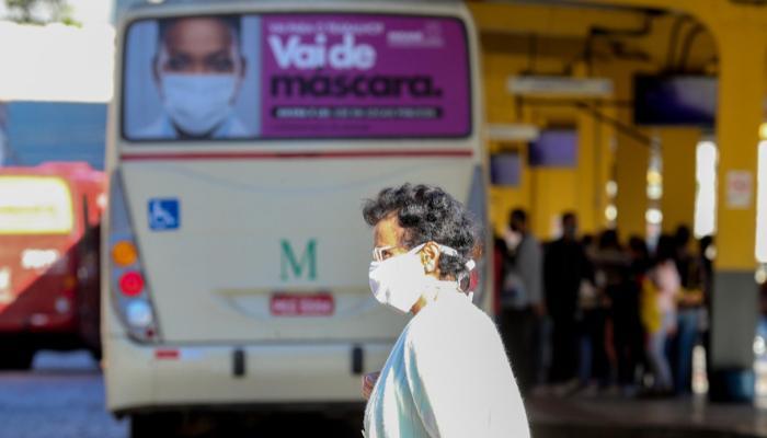 Matriz de risco em Maringá adota bandeira laranja, apontando alto risco de infecção da covid-19