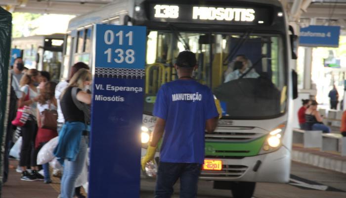 Ônibus lotados durante coronavírus podem ser proibidos pelos deputados do Paraná